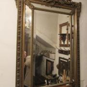 Goldstuckspiegel um 1880, im Kopf Rocaille mit Fackel, Rahmen reich reliefiert mit kleinen Beschädigungen, Spiegel mit Facettschliff, B: 84cm, H: 124cm - Preis: 550,- €