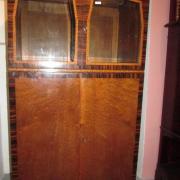 Art Deco Salonschrank Ahorn Palisander Mahagoni um 1920.Sehr feine und aufwändige Bandintarsien,Gläser mit Fasettschliff, die Türen mit Stangenschlösser, 81 cm breit 45 cm tief 143 cm hoch 1.300,- €